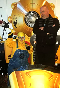 Mini Mal Cosplay and our reviewer Wonderllama Cosplay as a Minion and Gru.
